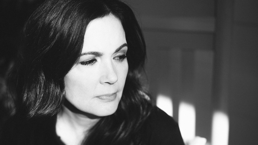 "Lori McKenna Announces New Album The Balladeer, Shares New Song ""When You're My Age"""