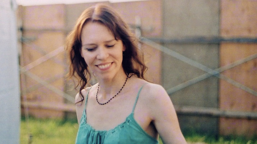 "Gillian Welch Shares Previously Unreleased Song ""Happy Mother's Day"""