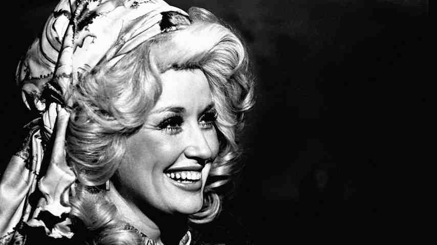 """Hear Dolly Parton Play """"Jolene"""" & More on This Day in 1977"""