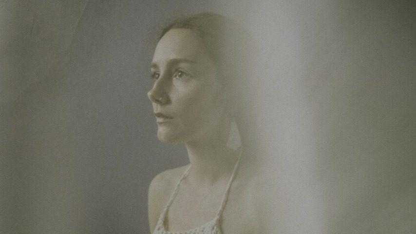 "Alexia Avina Announces New Album Unearth, Shares Breathtaking New Single ""Fit Into"""
