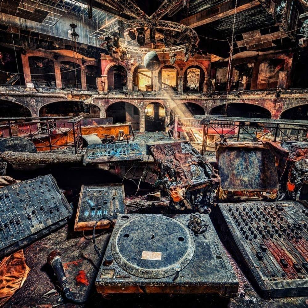 Incredible Photos of Abandoned Clubs
